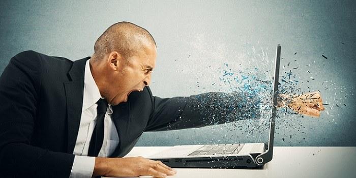 Kako se soočiti z negativnimi spletnimi komentarji?