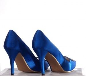 Poslovna priložnost: spletna stran, kjer si sami oblikujete obutev