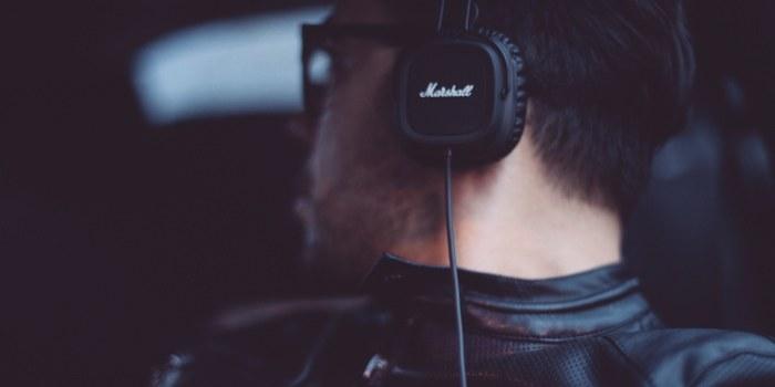 Kakšna glasba povečuje produktivnost ob delu?
