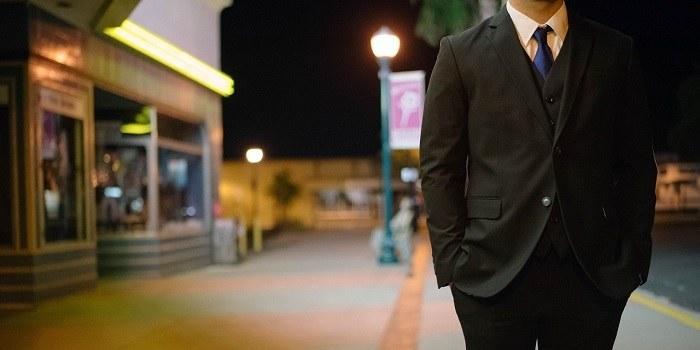 Bom prej dobil službo, če oblečem Armani obleko?