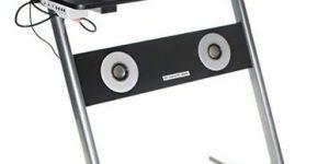 Poslovna priložnost: zvočniki vgrajeni v pisalno mizo