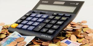 Kako z izvršbo poseči na del dolžnikove plače?