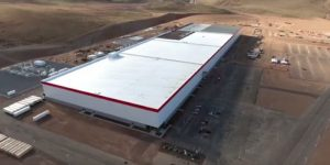 Teslina tovarna bo zaživela konec julija