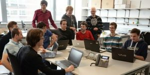 Mesta prihodnosti skozi storitvene inovacije: brezplačna poletna šola za nadobudne podjetnike