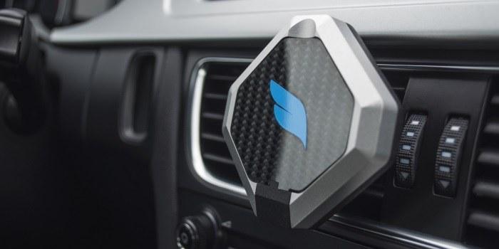 Slovenci v svet s prvim pametnim držalom za avtomobile