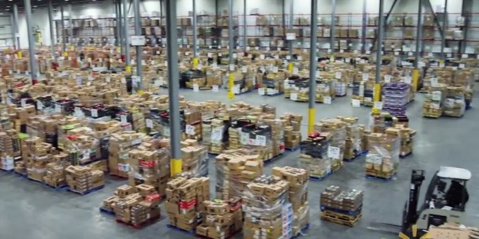 Walmart bi z droni v skladiščih privarčeval milijone