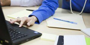 Obvezni e-računi v teoriji in praksi