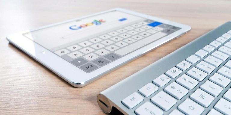 Google na račun oglasov izrinja organske zadetke