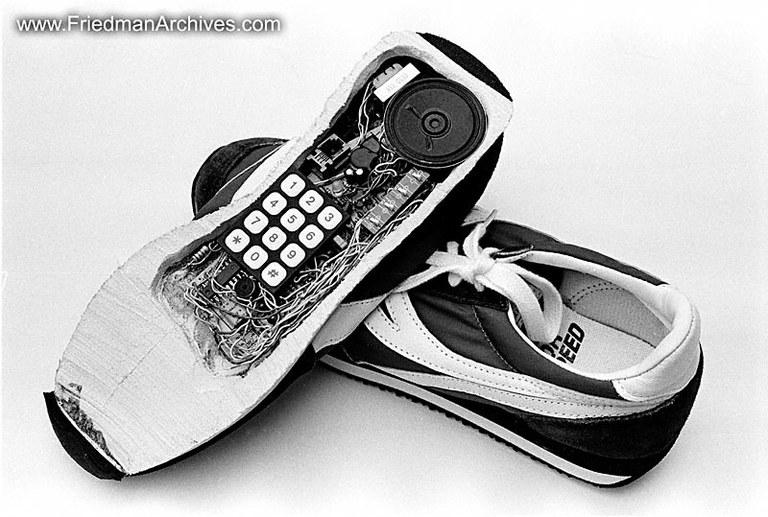 Poslovna priložnost: Telefon v čevlju