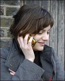 Mobilni telefoni niso povečali števila možganskih tumorjev
