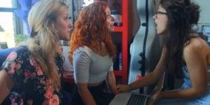 Kaj prinašajo spletne zmenkarije leta 2015?