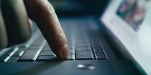 Facebook dnevno prevede 200 milijonov vrstic teksta