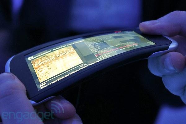 Poslovna priložnost: upogljiv zaslon za mobilne telefone