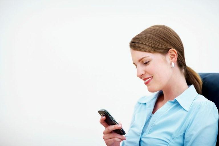 SMS v primerjavi z e-poštnim marketingom