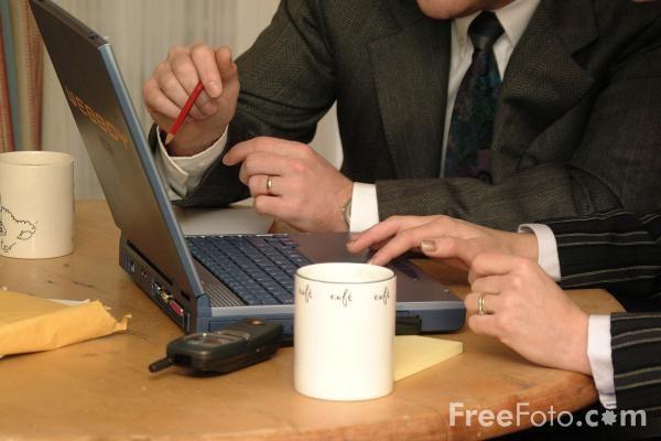 Do učinkovitejšega poslovanja z rešitvijo za upravljanje odnosov s strankami (CRM)