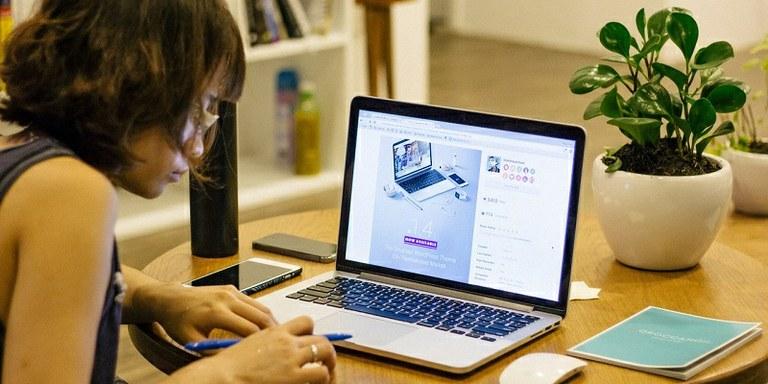 Preprosto orodje za iskanje elektronskih naslovov