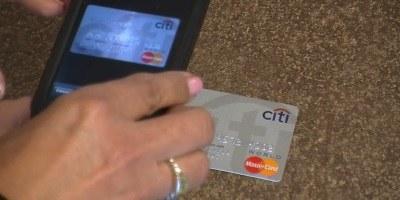 Deloitte raziskava: plačevanje s pametnimi telefoni v porastu