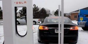 Večina super polnilnih postaj za električne avtomobile Tesla je v ZDA
