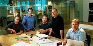 Na kakšen način je Steve Jobs izboljšal sestanke?