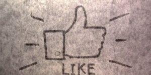 """Facebook kmalu z gumbom """"Ni mi všeč""""?"""