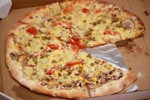 Poslovna priložnost: hrenovka v skorji pice