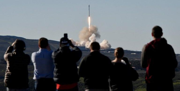 Video: Uspešen vzlet in pristanek rakete SpaceX