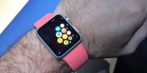 Apple Watch razprodali v 6 urah!