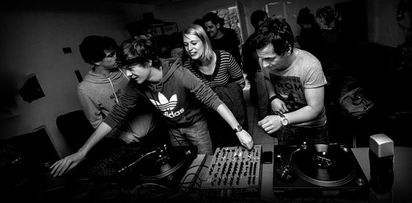NUKD - povezovalci akterjev elektronske glasbe