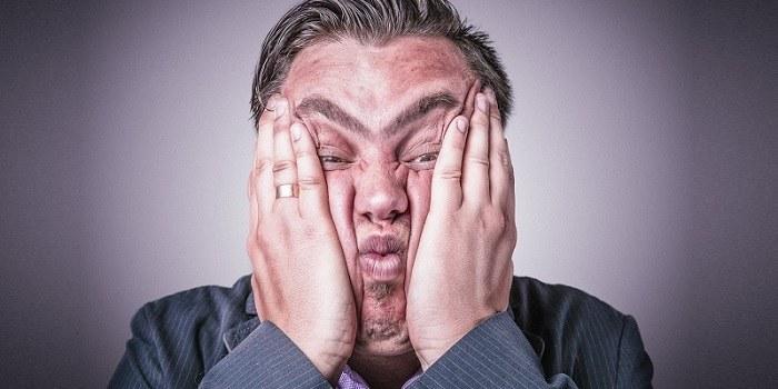 Zakaj so sarkastični ljudje bolj uspešni?