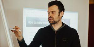 Blaž Kos med predavanjem blog marketinga (Fotografija: Jernej Kokol).