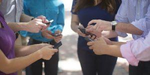 Mobilna telefonija zanima skoraj polovico slovenskih spletnih uporabnikov