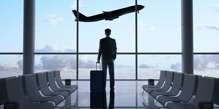 Kako ostati fit na službenem potovanju?