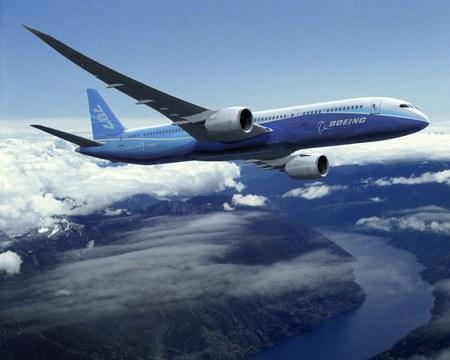Boeingov Dreamliner s šest mesečno zamudo