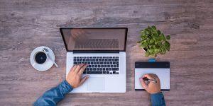 Študentska napotnica ali pogodba o zaposlitvi: kaj je za delodajalce ugodnejše?