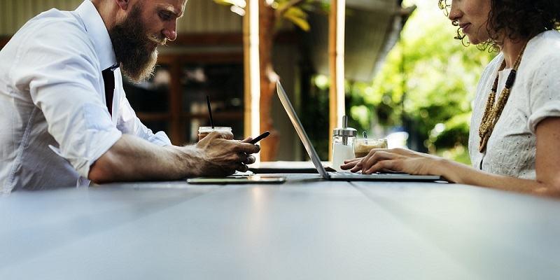 kdo so povezane osebe v podjetništvu