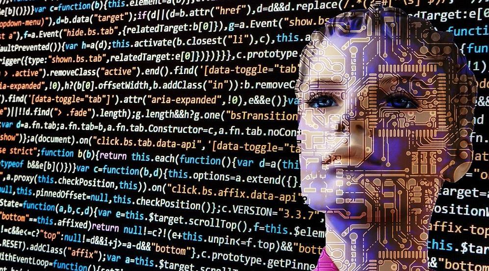 Združevanje prednosti umetne inteligence in človekovih sposobnosti (Vir: Pixabay)