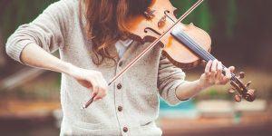 Kako s poslušanjem glasbe izboljšati delovno produktivnost?