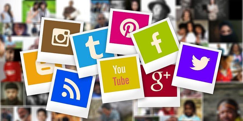Dandanes velik del komunikacije podjetij poteka preko družbenih omrežij (Vir slike: Pixabay.com)