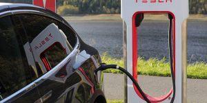 Tesla zapira večino poslovalnic, prodaja zgolj prek spleta