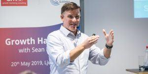 Reportaža: Predavanje Seana Ellisa, svetovno znanega eksperta v marketingu