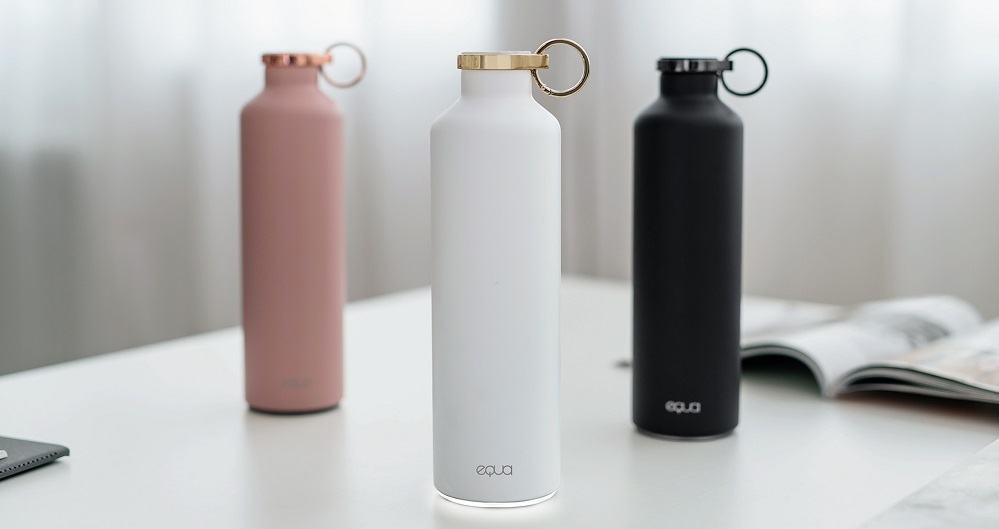 Steklenička je na voljo v treh različnih barvah (Vir: Equa)