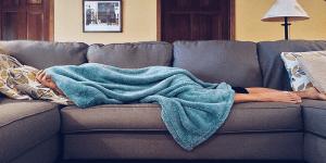 Kakovostna vzmetnica in posteljno dno sta ključna za dober spanec