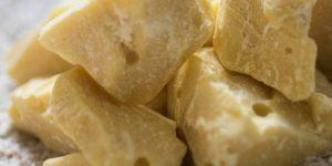 Kakavovo maslo za nego telesa in pripravo sladic